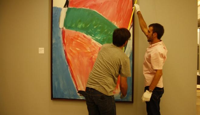 Manipulación de obras de arte en el Museo de Bellas Artes de Granada